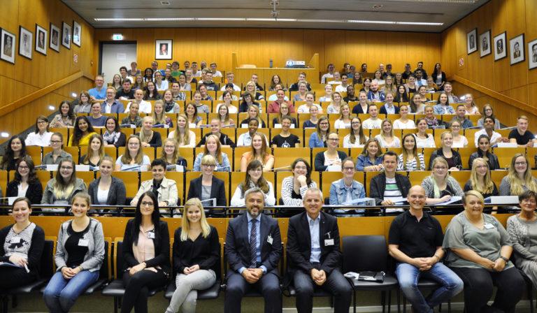 PD Menzel 160 Neue Mitarbeiterinnen Und Mitarbeiter Ausbildungsstart 2017 Klinikum Fulda