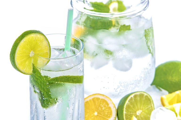 Wasserglas Und Krug Mineral Water 1532300 1920